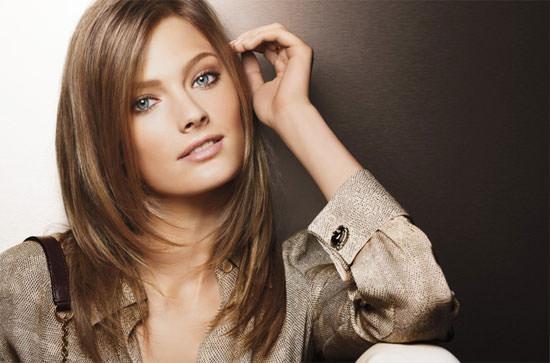 modelo Constance Jablonski para Estée Lauder