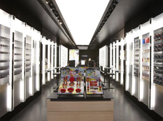 interior de la tienda de MAC en Bilbao