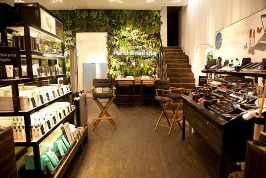 Interior de la nueva tienda Rituals en Fuencarral