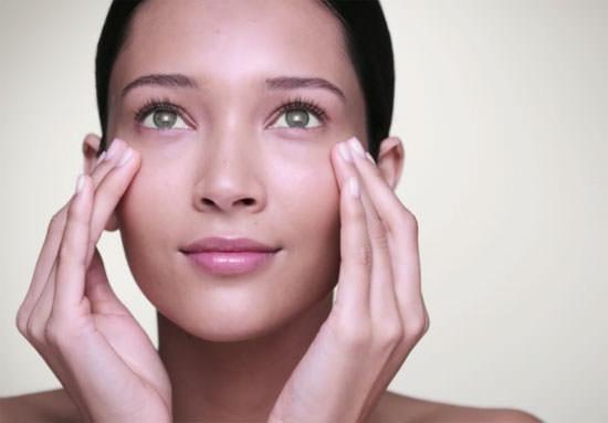 Cómo aplicarse el contorno de ojos
