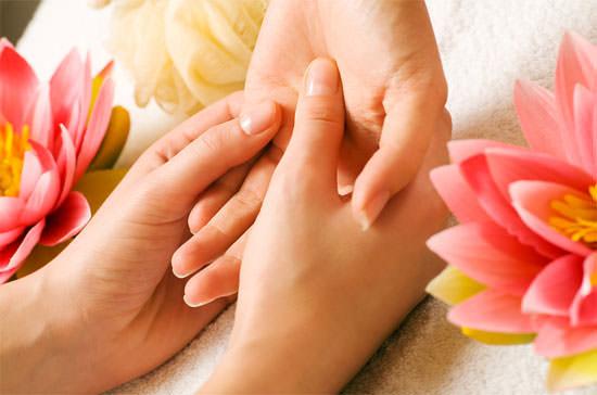 masaje en las manos
