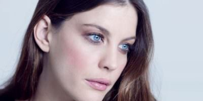 Liv Tyler para Acoustic Colors de Givenchy