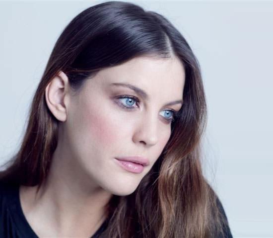 Liv Tyler para Acoustic Colors de Givenchy