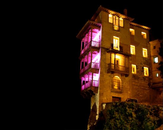edificios emblemáticos de rosa contra el cáncer de mama