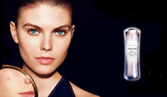 modelo Intensive Anti-Spot Serum de Shiseido