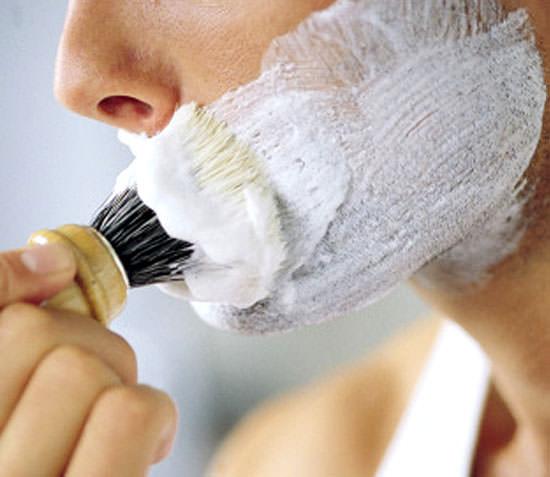 afeitado con brocha