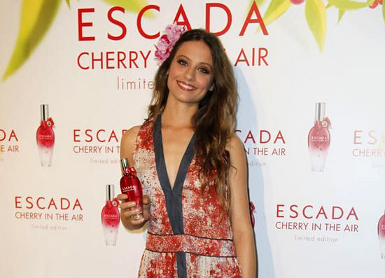 Michelle Jenner para Escada Cherry in the Air