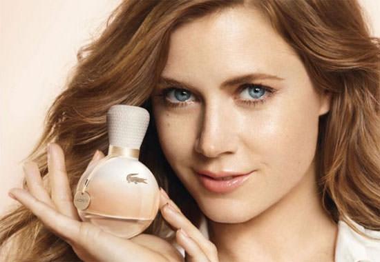 imagen del perfume Lacoste la actriz Amy Adams