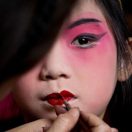 china maquillarse los labios