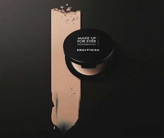 Pro Finish, base de maquillaje compacta de Make Up For Ever