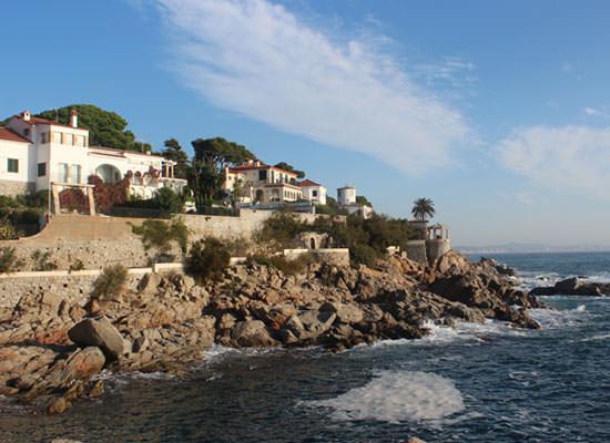paseo idílico por la costa, sol, vistas impresionantes