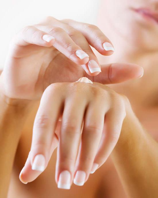 crema cuidado de manos y uñas