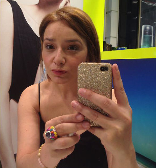 look con maquillaje CK One