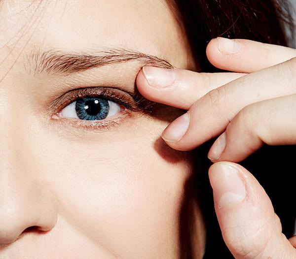 detalle ojo Arantza lentillas azules