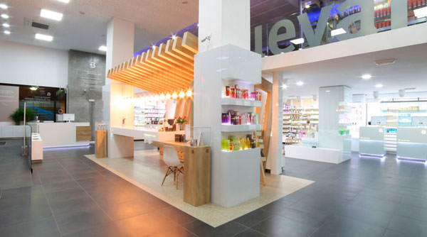 interior farmacia Boulevard