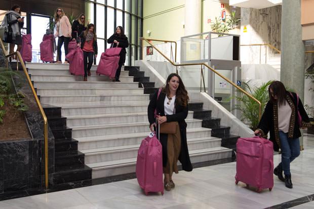 Llegada al TRH Alcora con maletas y bolsos Lipault
