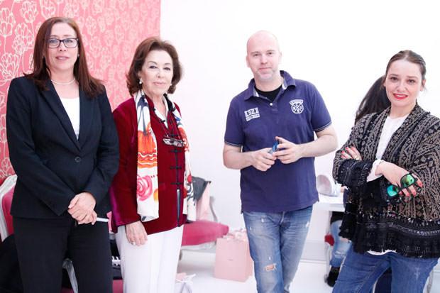 Carmen Navarro con Aarantza en su centro de Sevilla