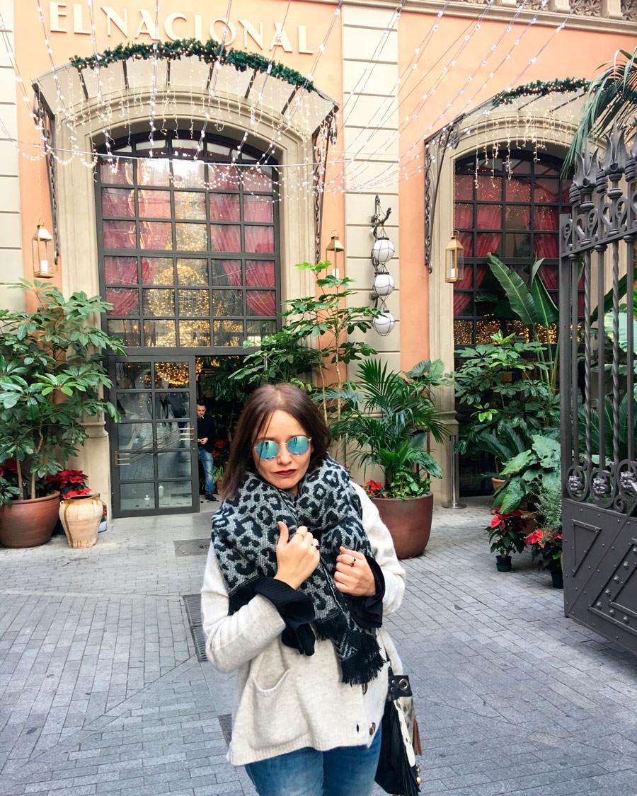 Arantza en la puerta de El Nacional en Barcelona