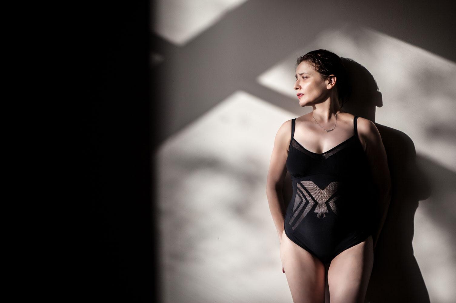 Arantza con bañador Dolores Cortés en el spa