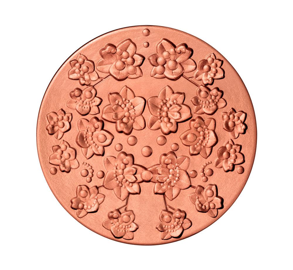 detalle de las flores de los polvos de sol de Givenchy