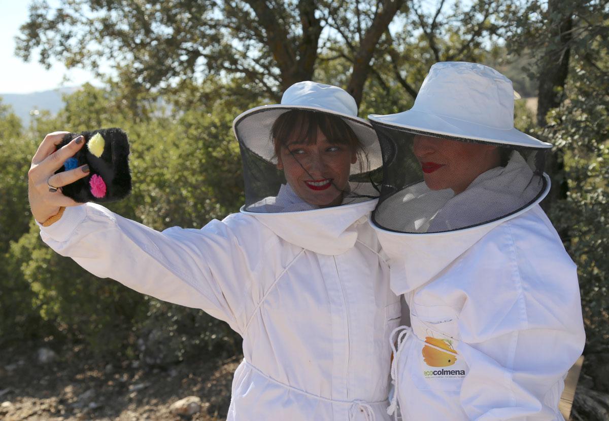 Arantza y Lola de apicultoras-blogueras