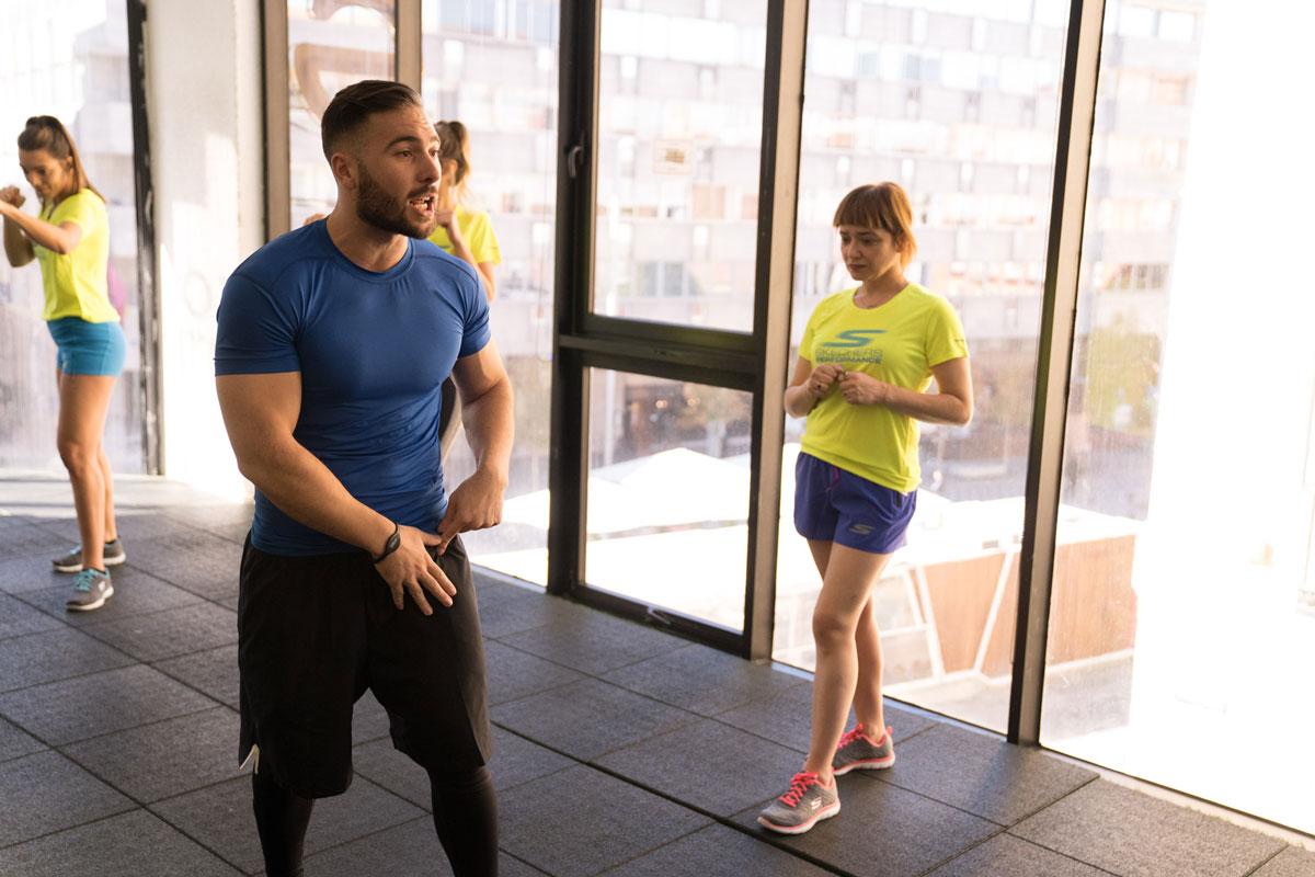 Arantza entrenando en Gymage con Skechers