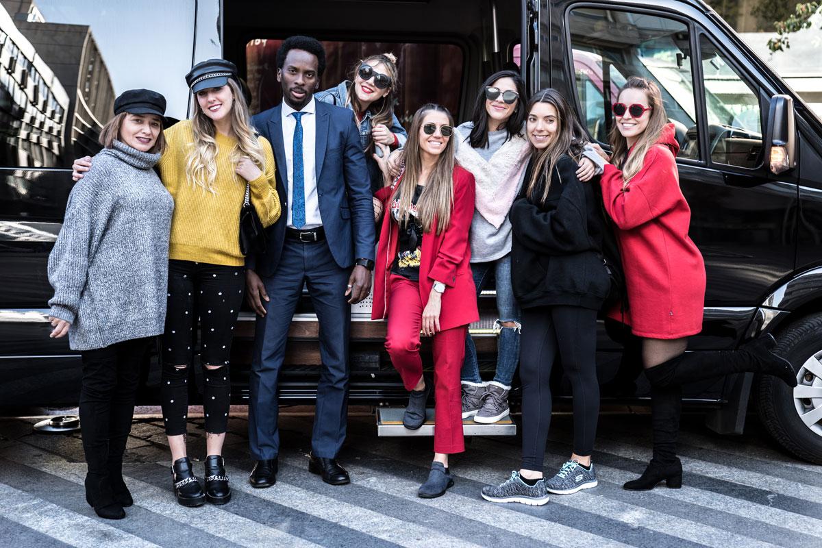 Las chicas del ComsetikTrip9 con Amadou, nuestro chófer