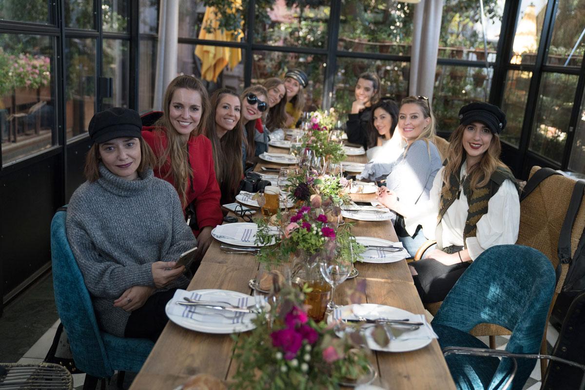 Foto de grupo en restaurante Arzábal