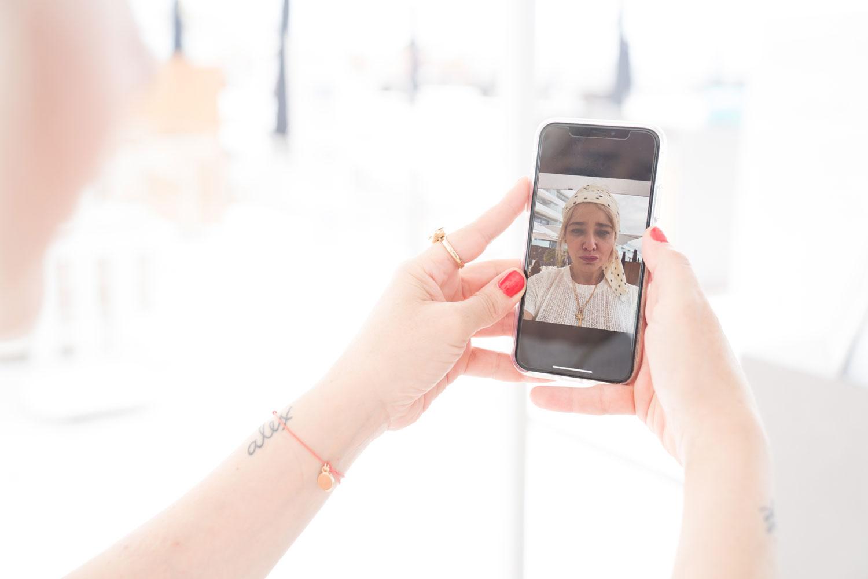 selfie de Arantza usando Olay Skin Advisor