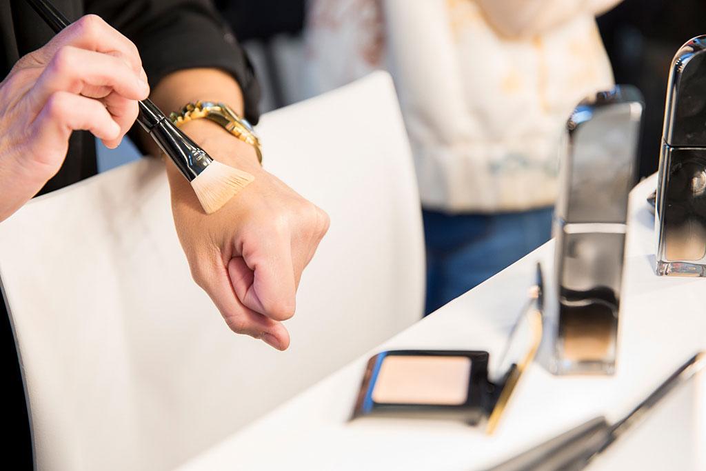Aaplicar base de maquillaje con brocha