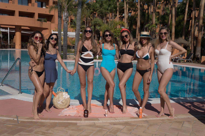 Whitney, Gema, Araceli, Bea, Helena, Arita y Lara con los solares de Ecran