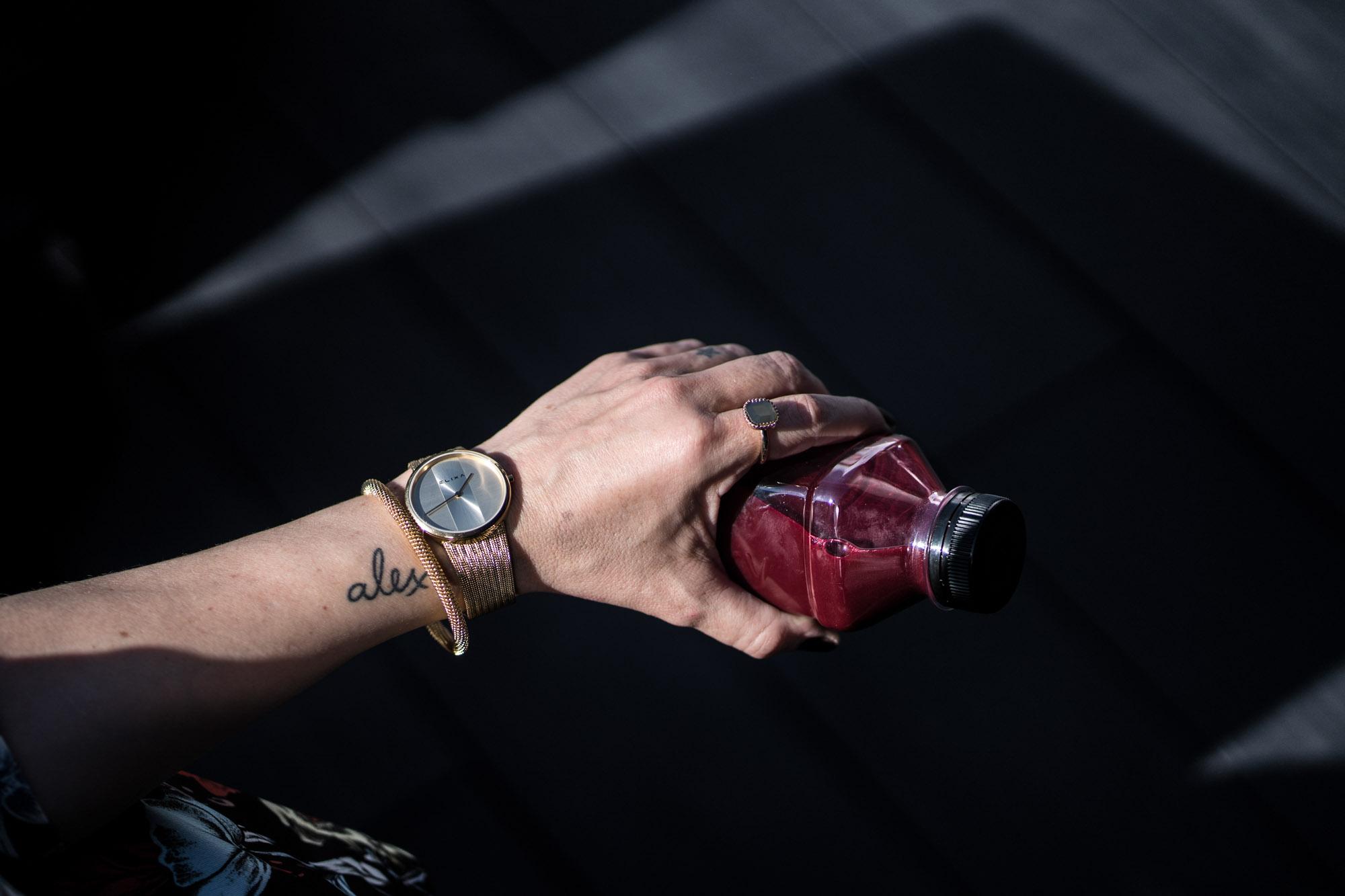 Detalle reloj y pulsera Elixa Arantza